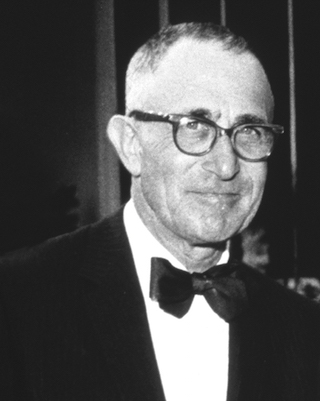 Black and white photo of Manny Stoloroff, inventor of NEUTROGENA®