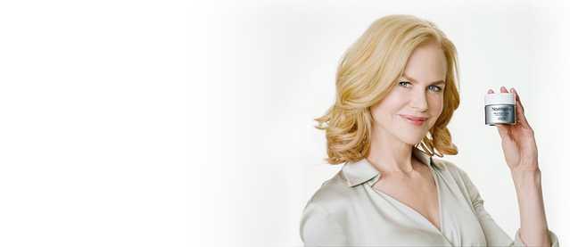 Nicole Kidman holding a NEUTROGENA® anti-aging product