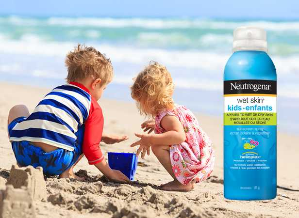 Children playing in the sand wearing NEUTROGENA® Wet Skin® Spray Sunscreen