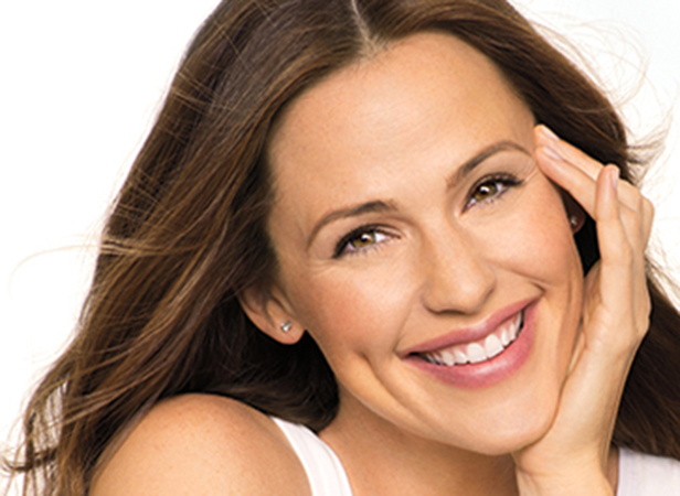 Jennifer Garner Smiling for NEUTROGENA®